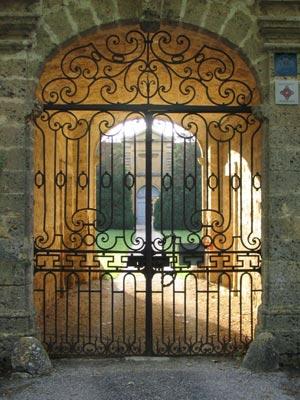 http://chateaudouble.chez.com/images/entree-chateau.jpg